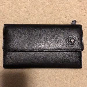 CHANEL authentic Never Used Black gorgeous wallet